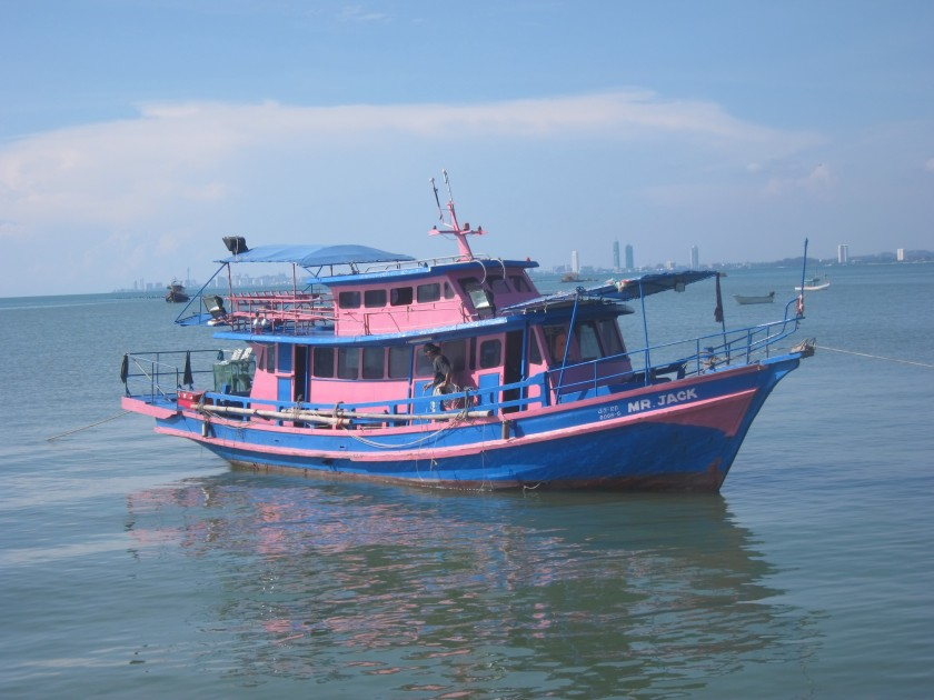 The best Thai fishing boat pic I've taken. (At Bang Sarae of course...)
