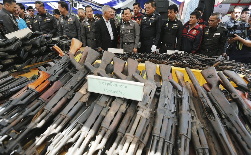 epaselect epa04316525 Thai police officers look at seized firearms before they are destroyed in an Electric Arc Furnace in Samutprakarn, on the outskirts of Bangkok, Thailand, 15 July 2014. Thailand authorities on 15 July destroyed more than 34,000 weapons which were seized by the police and used as evidence in court trials over as past thirteen years (2000 - 2013), officials said. EPA/NARONG SANGNAK