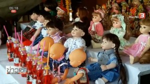 dolls at temple